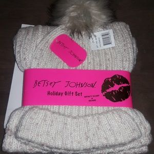 Betsey Johnson gift set beanie and scarf